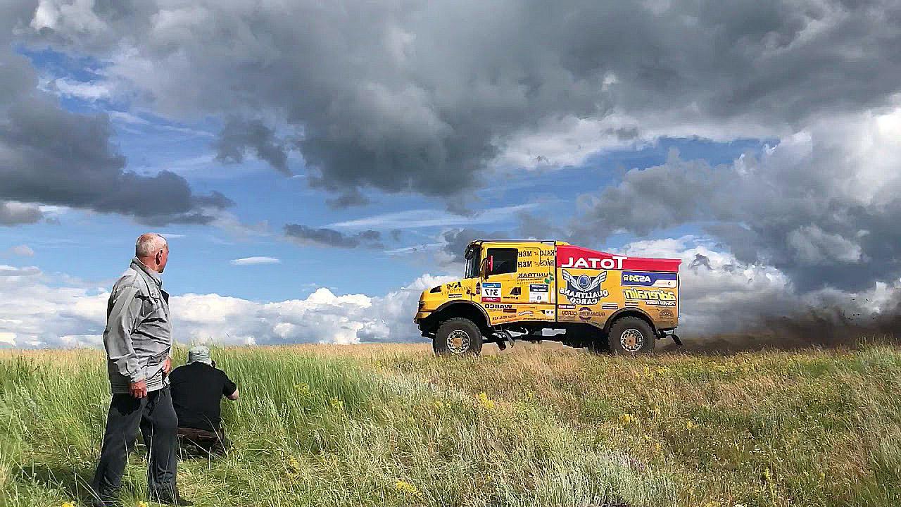 грузовик на ралли