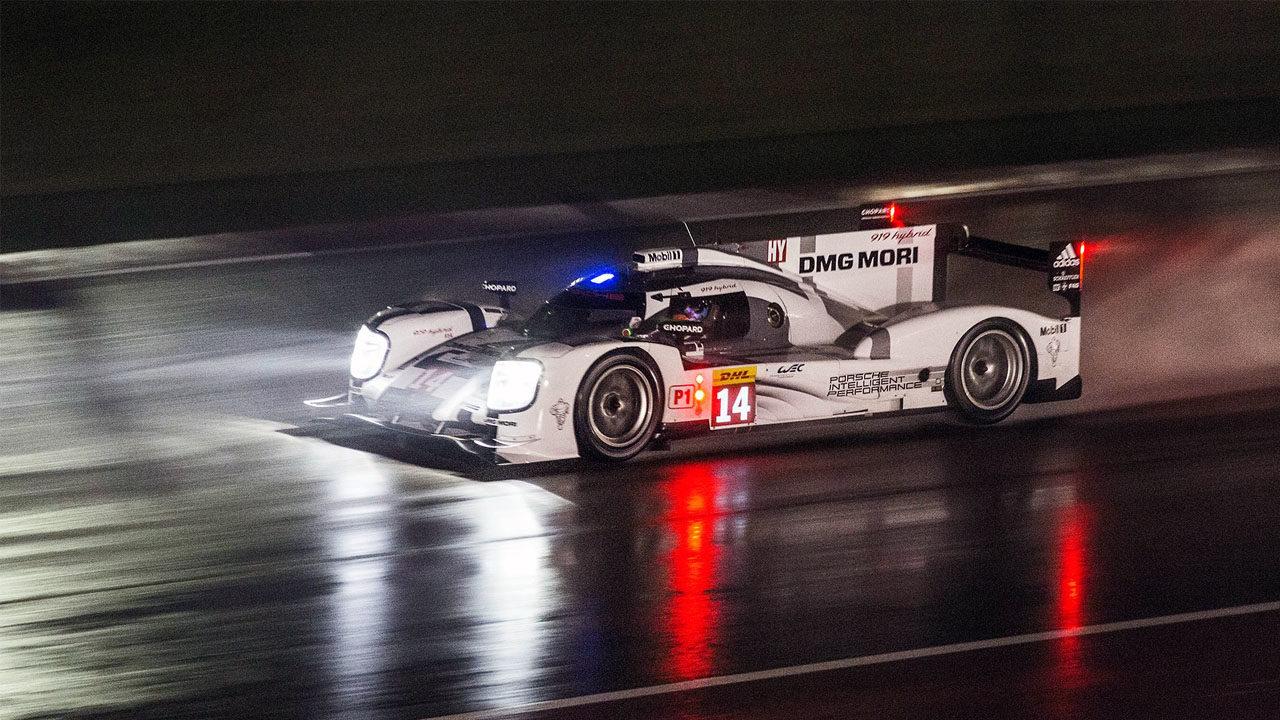 Ночная гонка под дождём