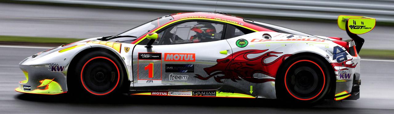 спортивный Ferrari сбоку