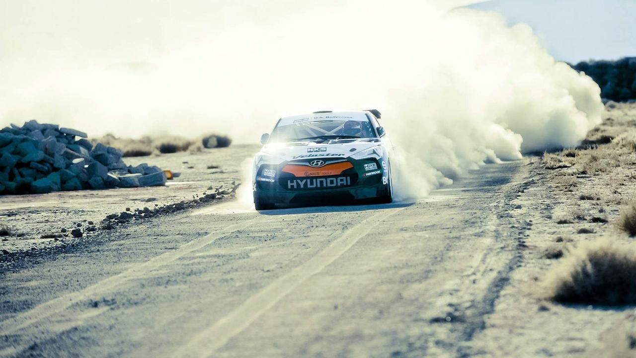 Hyundai на песчаной трассе