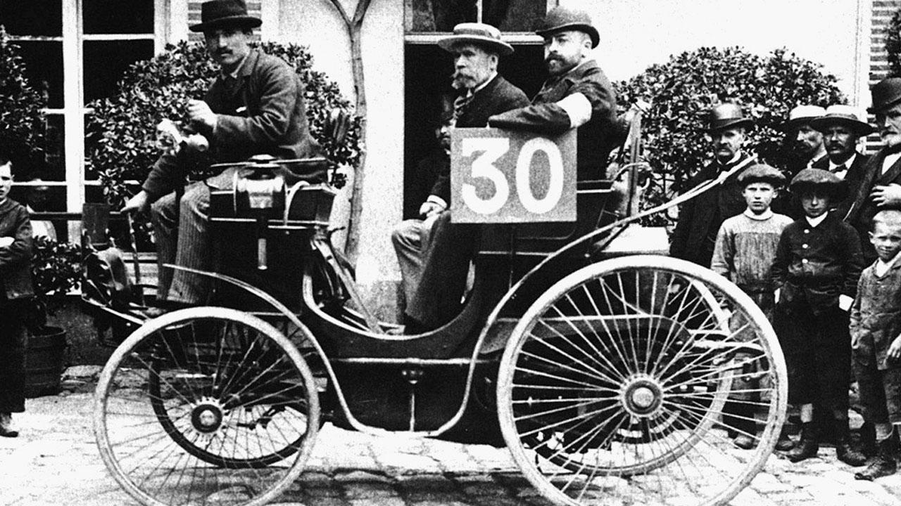 Первые раллийные машины