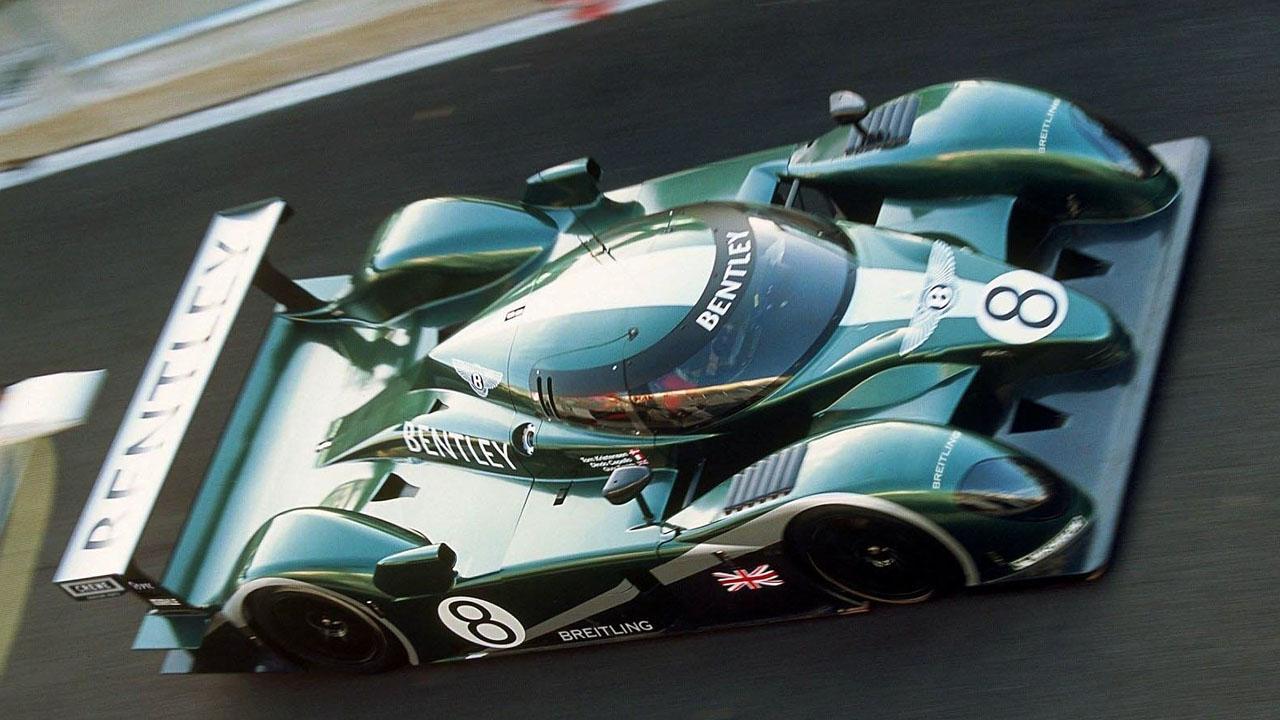 Bentley Speed 8 в движении