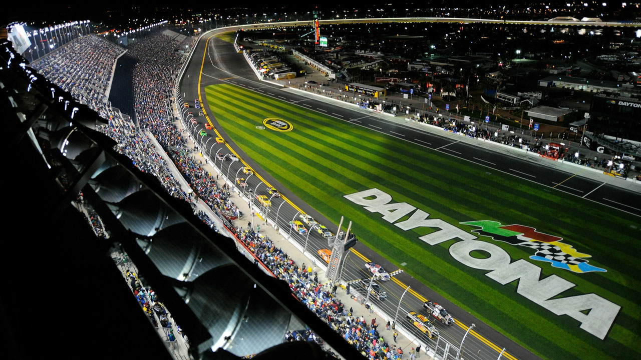 Автодром Daytona ночью с вертолёта
