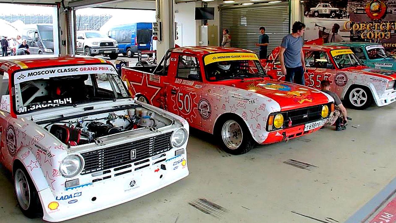 Советские авто в гоночных боксах