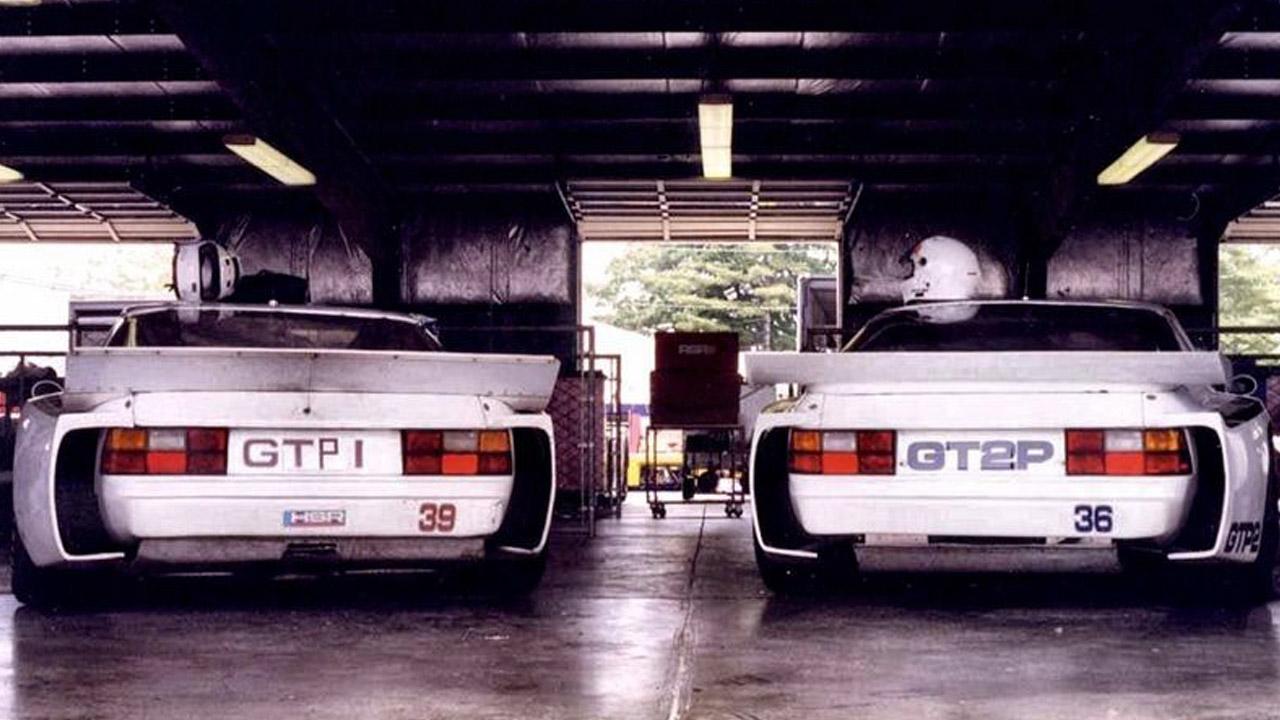 два авто в гараже