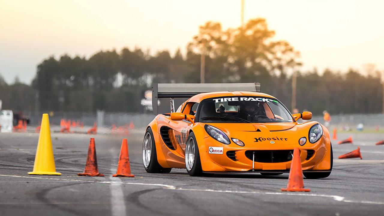 оранжевый спорткар