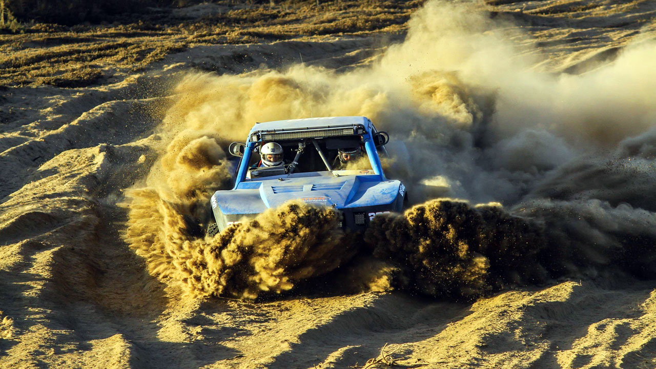 буксует в песках