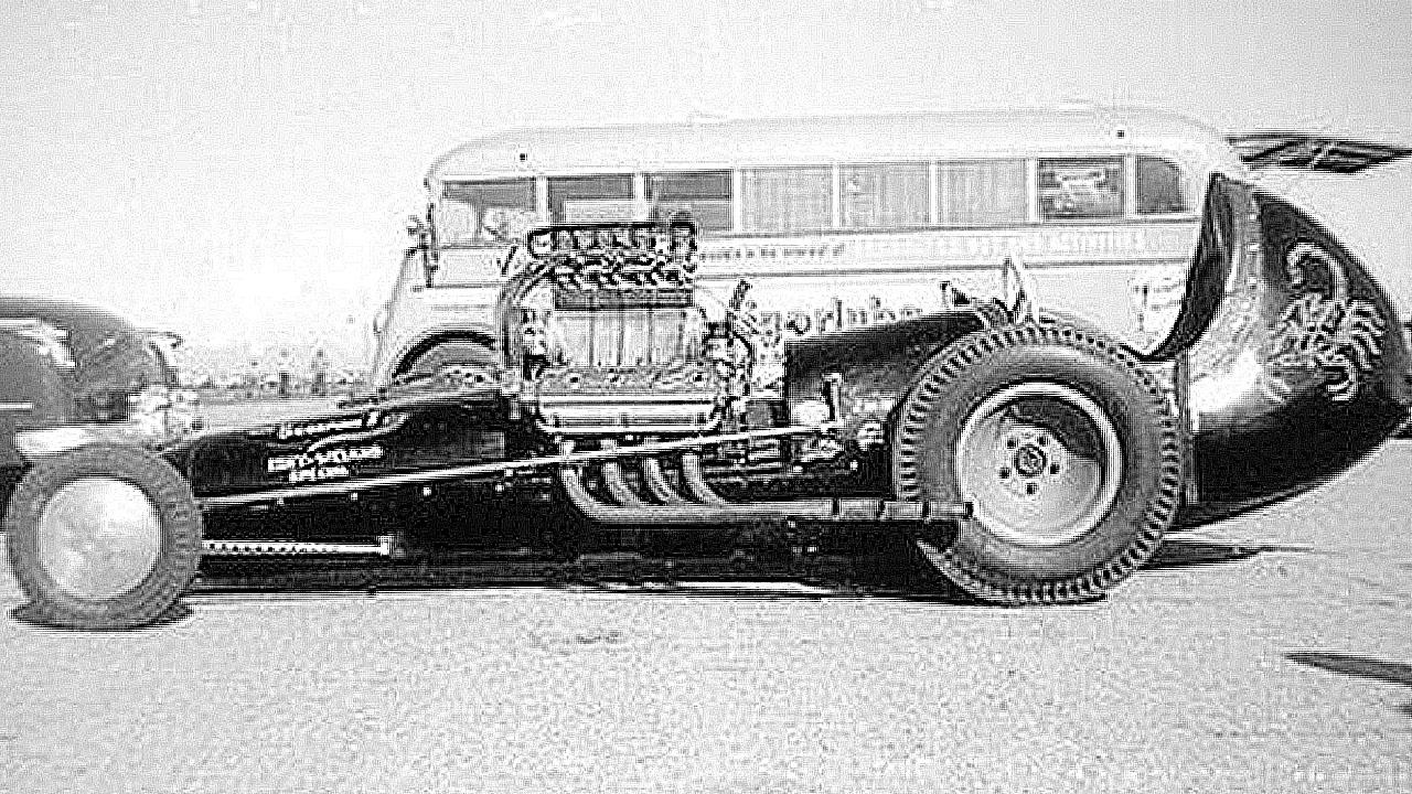 старый гоночный автомобиль