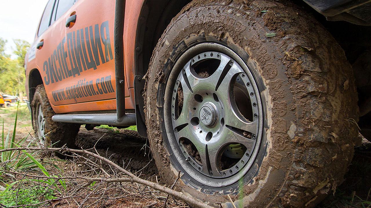 Колеса в грязи