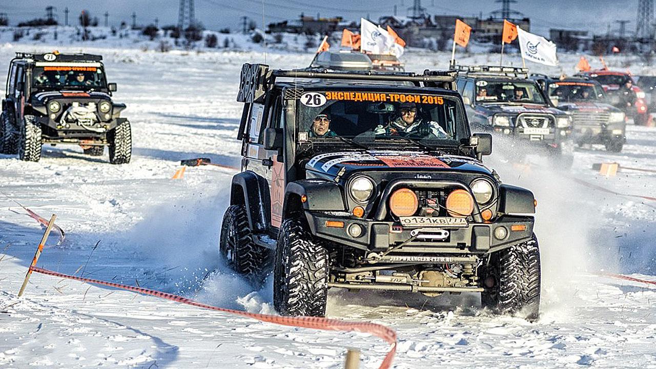 Джип в снегу