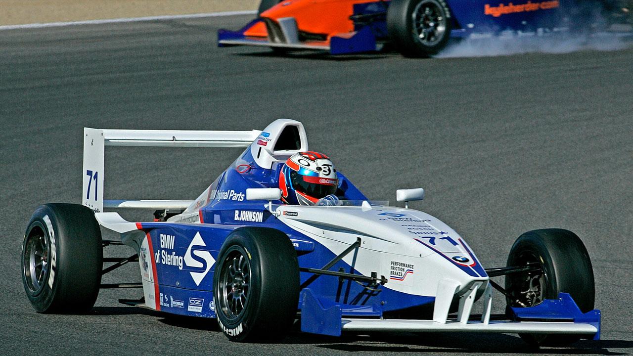 бело-синий спорткар