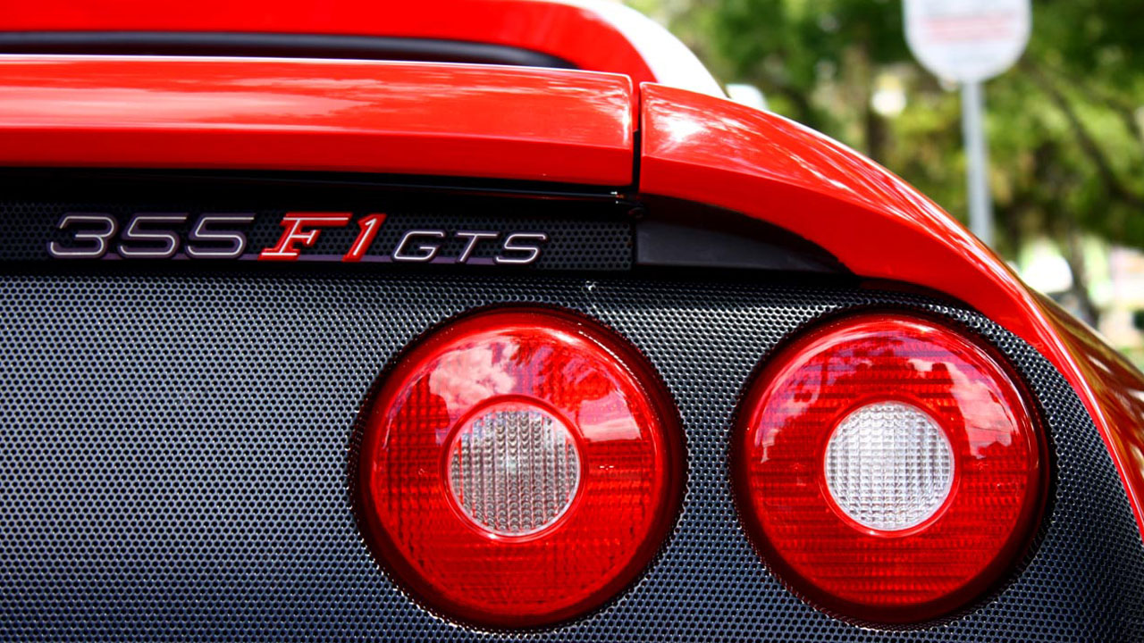 красные задние фонари