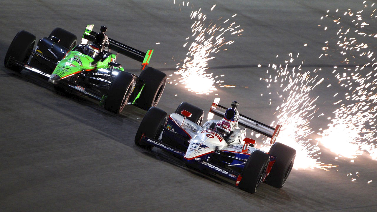 искры из под колёс болида IndyCar