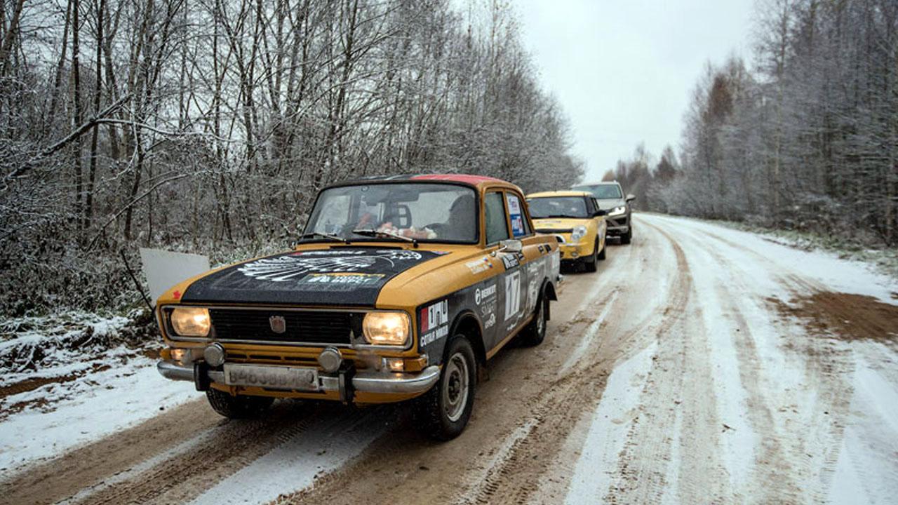 Советская машина и две иномарки