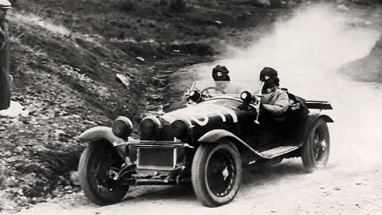 старинный спорткар