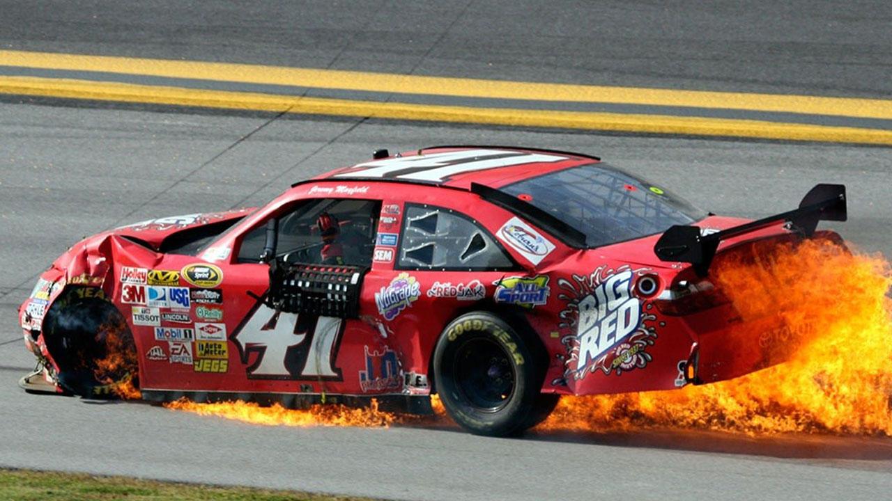 загорелся автомобиль на гонке