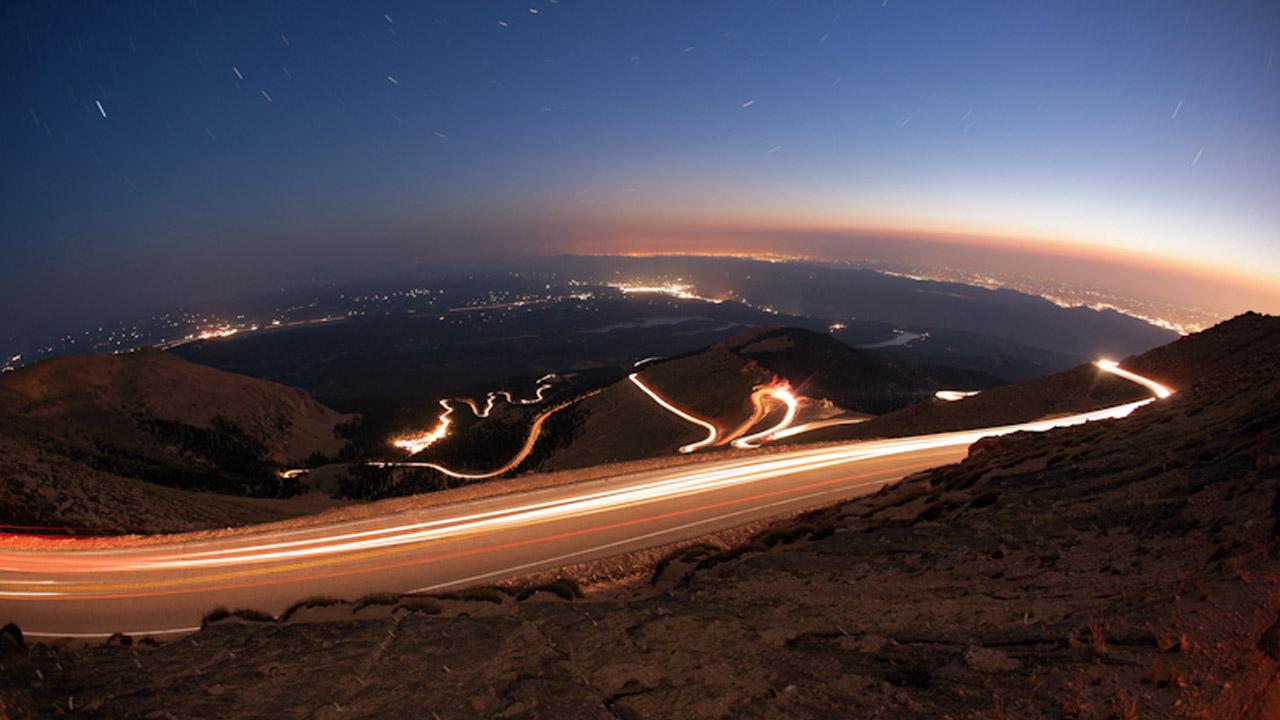 пейзаж гоночной трассы в горах