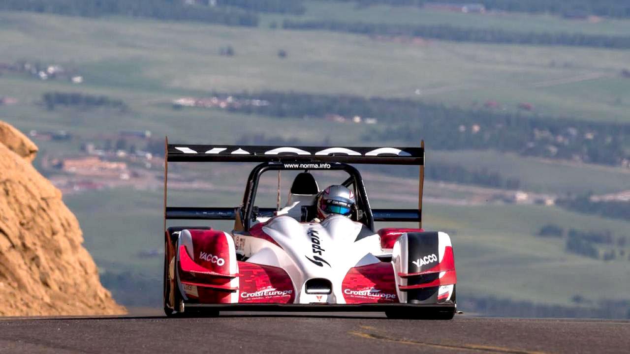 машина на гонке
