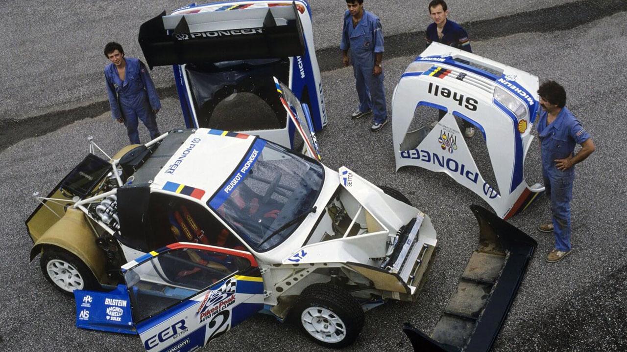 частично разобранная гоночная машина