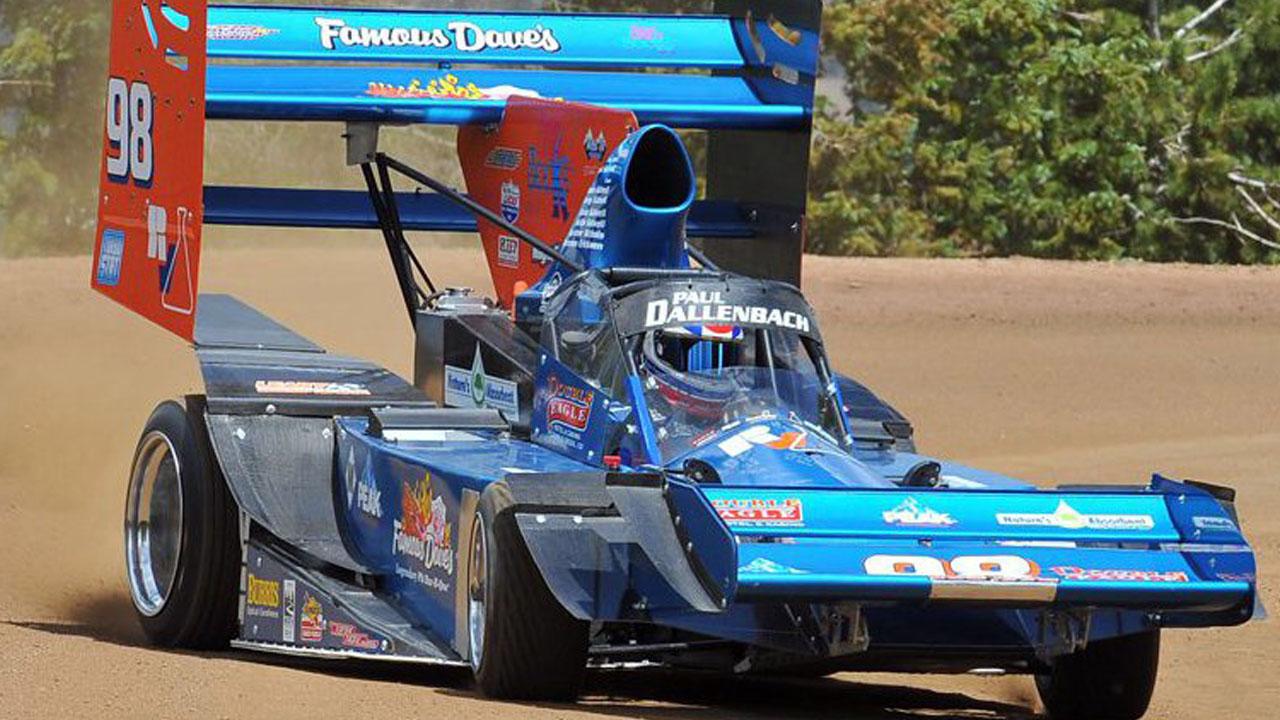 синяя машина с большим спойлером