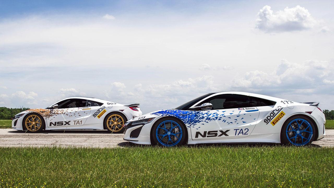 два белых автомобиля