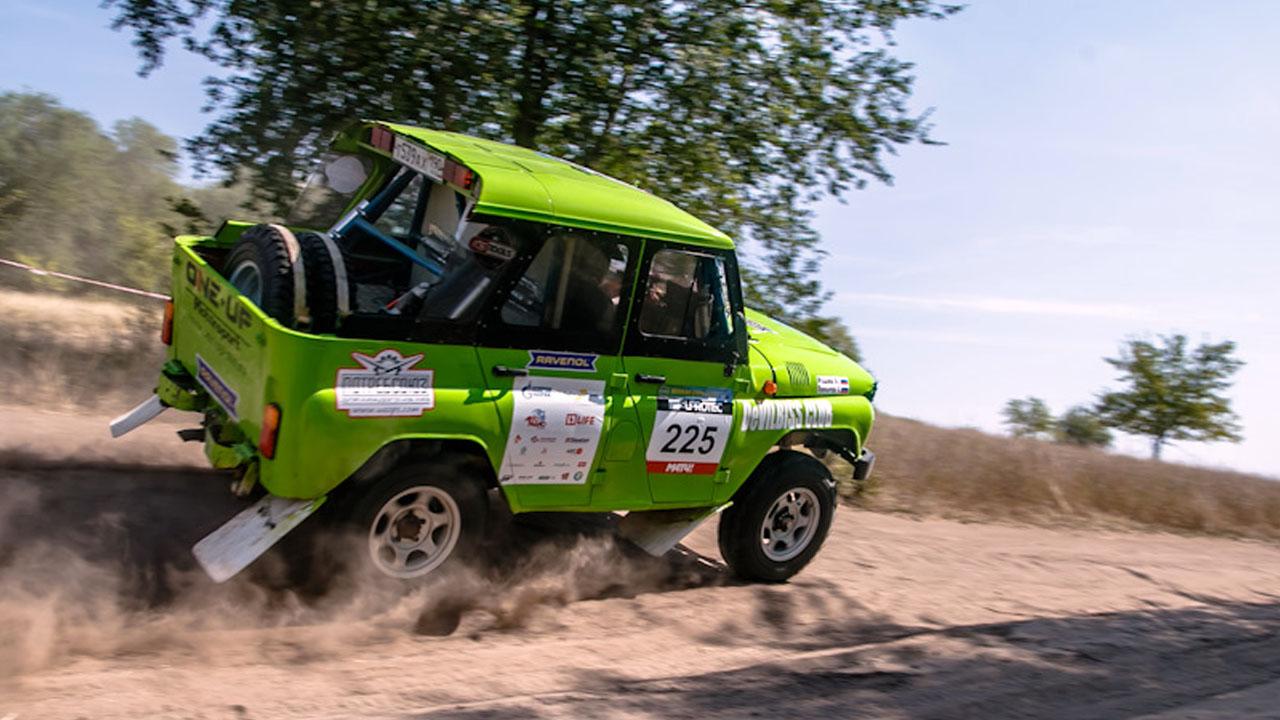 зелёный джип