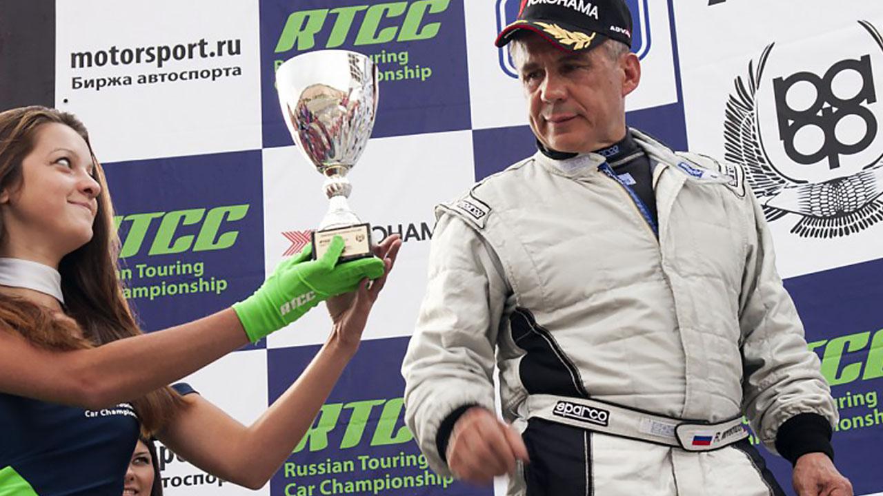 Рустам Минниханов гонщик