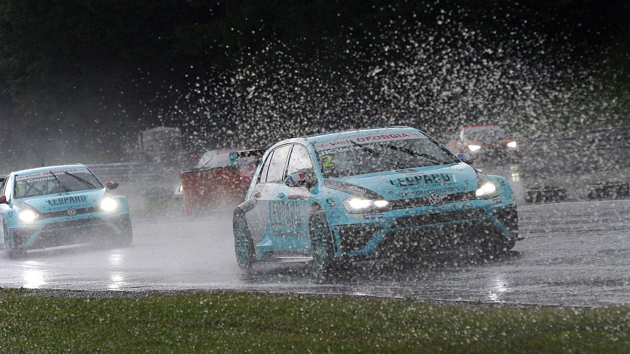 гонка в дождь