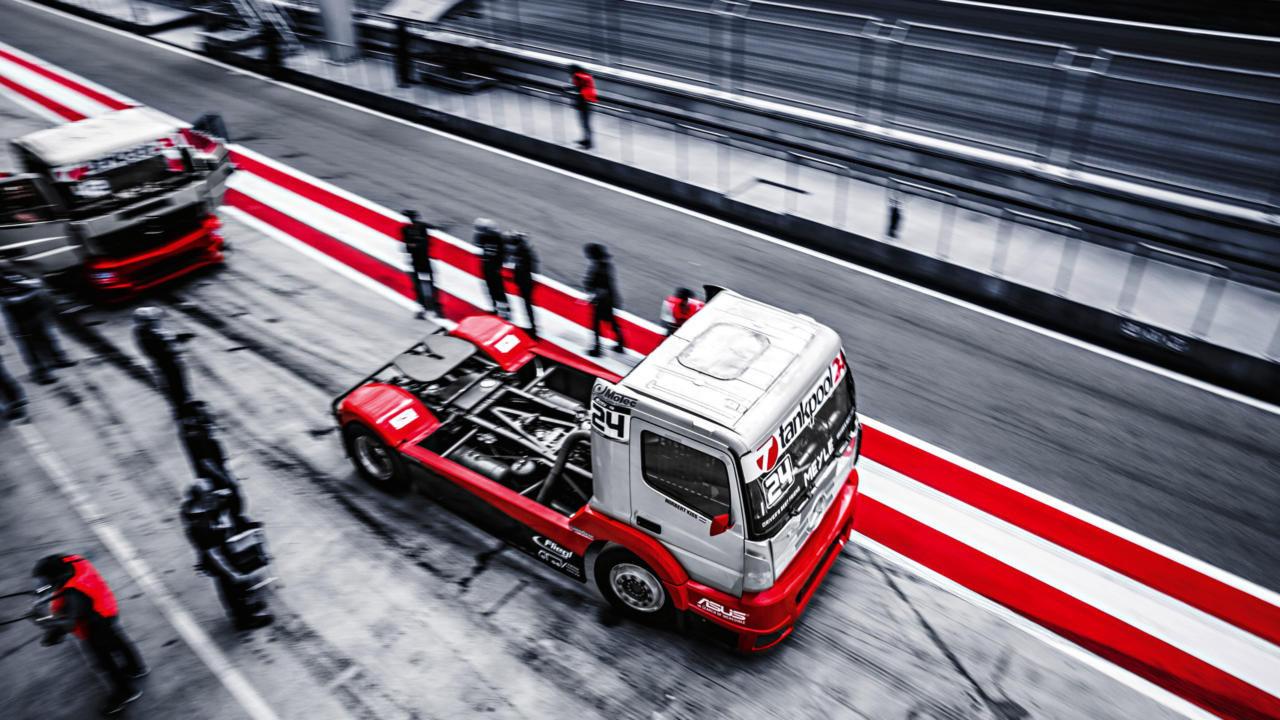 грузовик на пит стопе