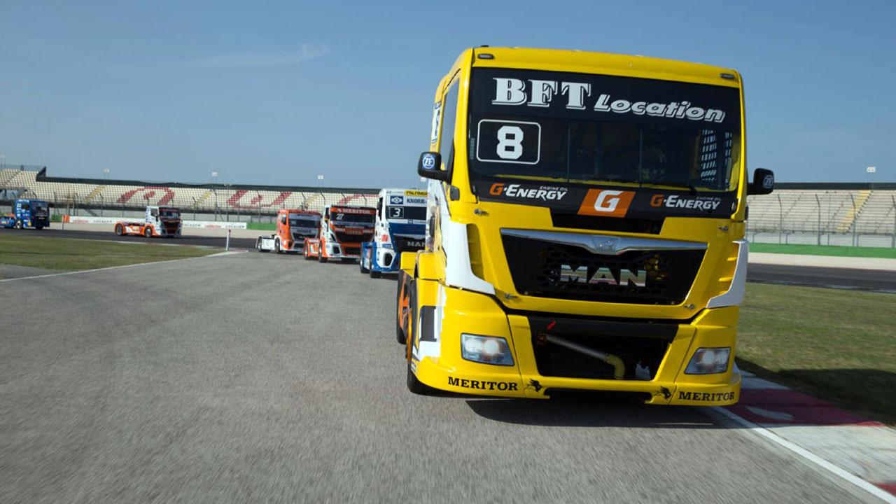 грузовики на треке