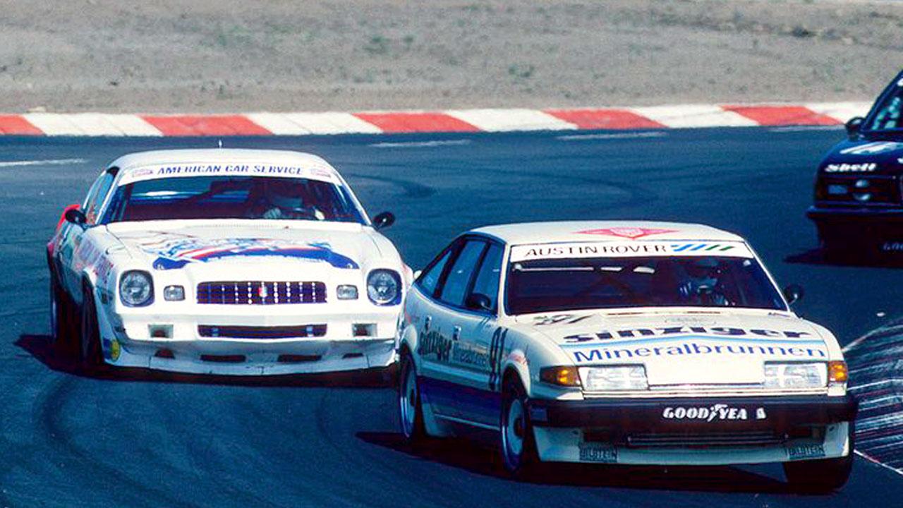 две белые машины