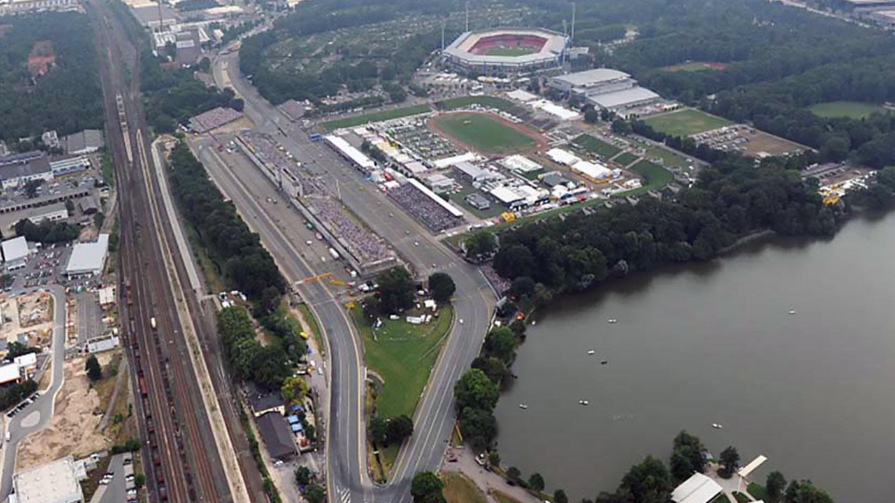 стадион у реки