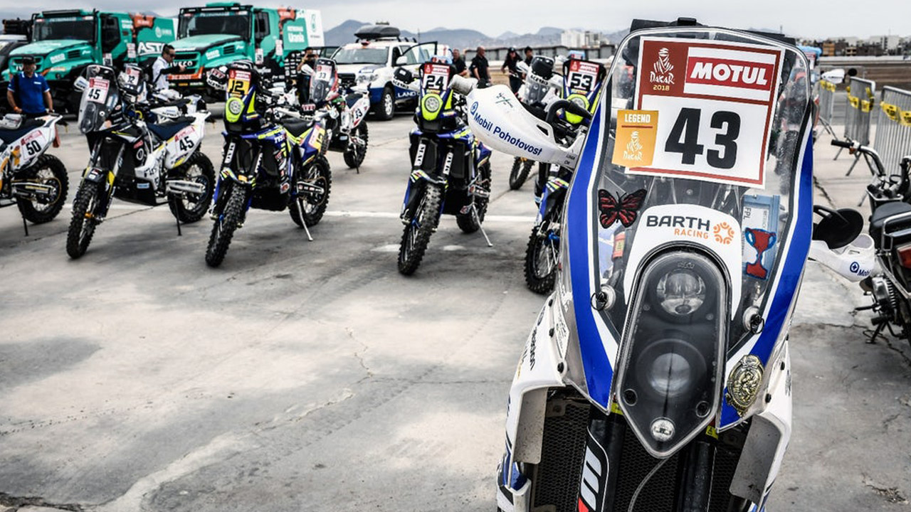 Мотоциклы на стоянке перед гонкой