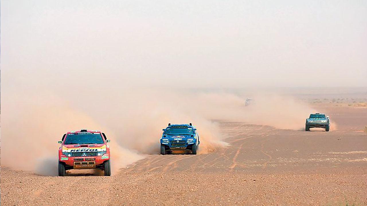 Три машины в пустыне