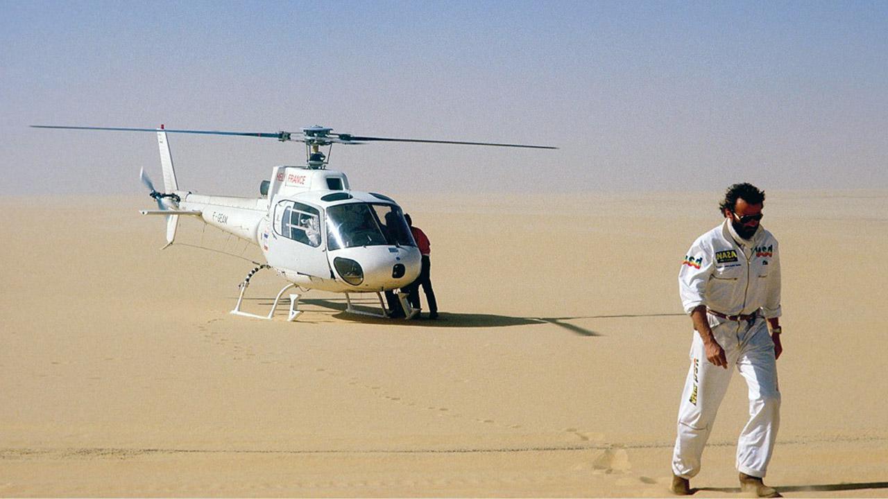 Тьеррь Сабин рядом с вертолетом