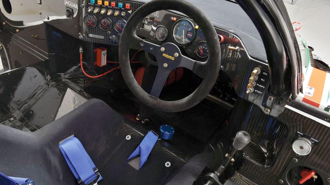 кокпит Jaguar XJR-9