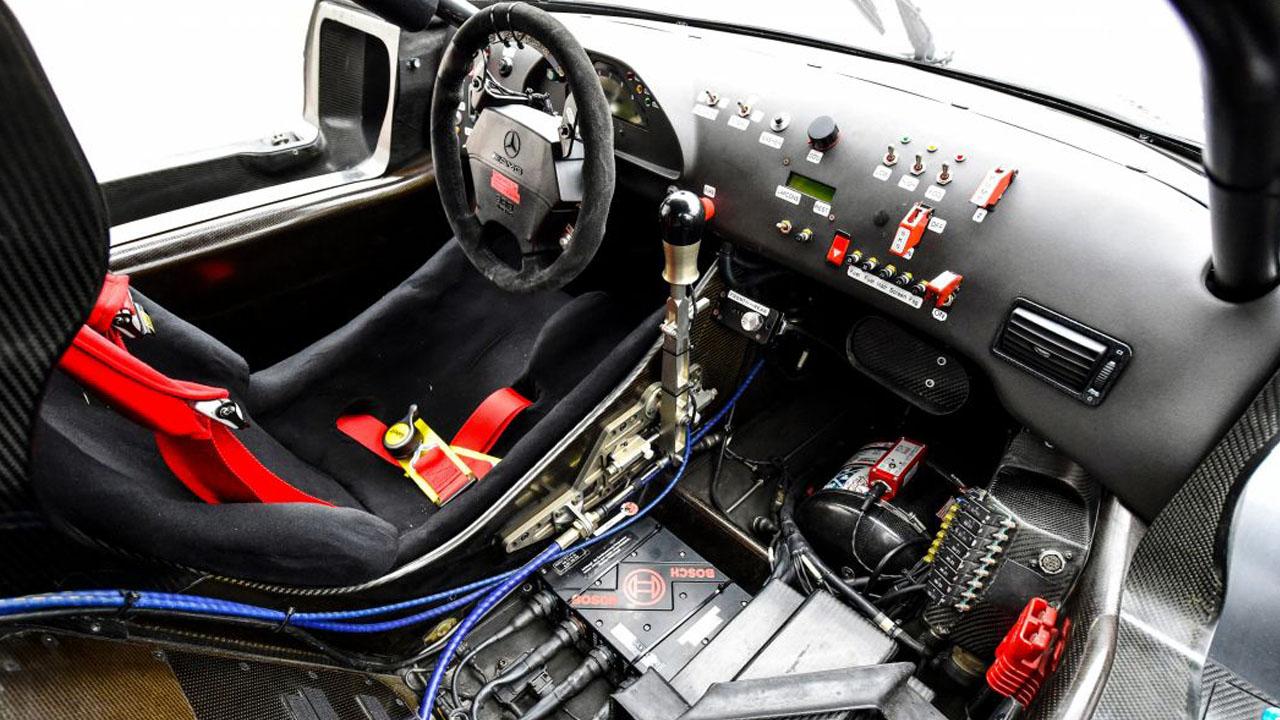Кокпит гоночной машины