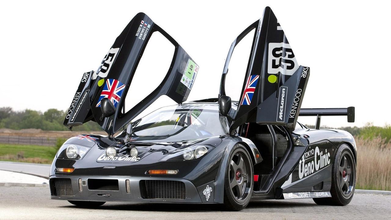 McLaren F1 GTR с открытыми дверьми