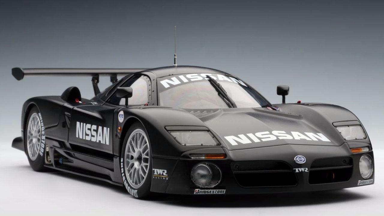 Черный Nissan R390 GT1