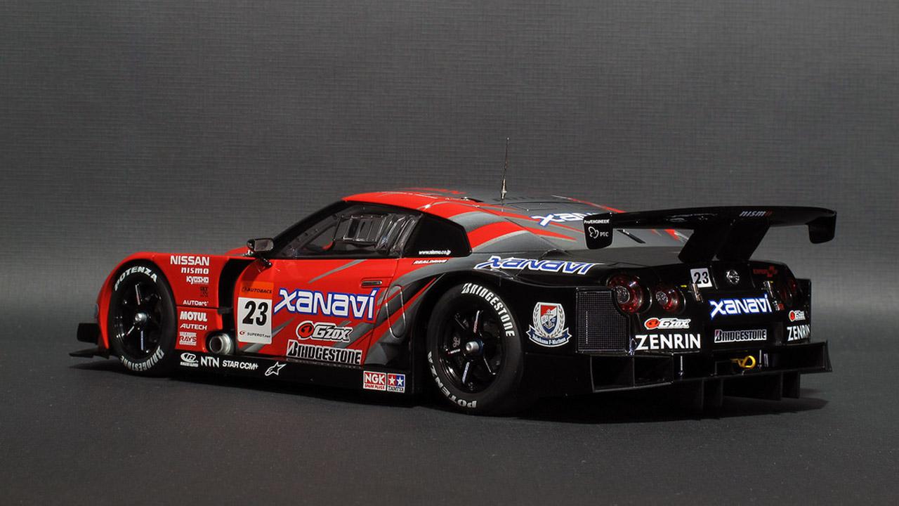 Черной-красная машина