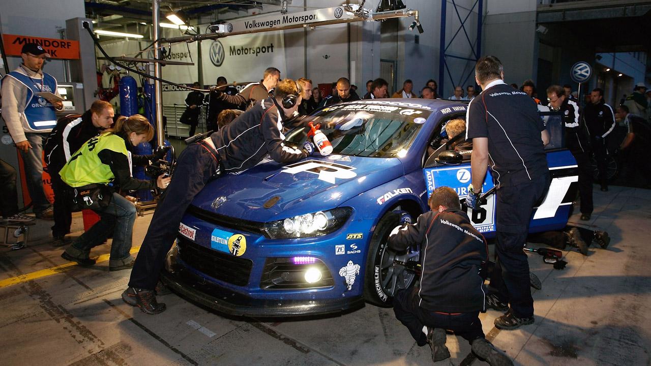 GT24 на питстопе