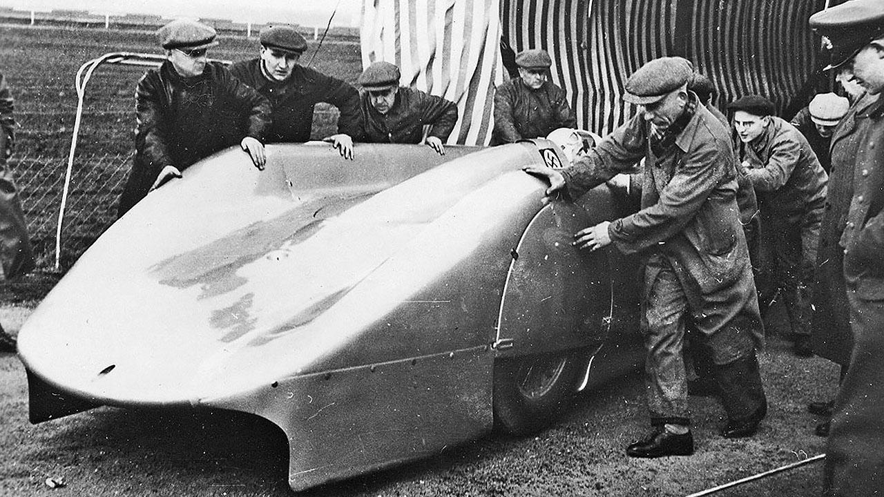 Болид Авто Юнион готовится установить рекорд 1938 года