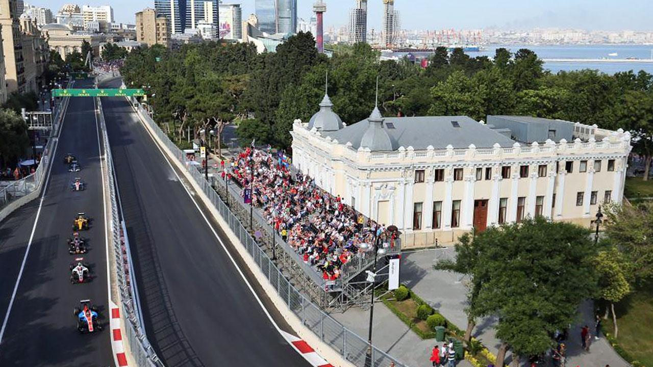 Параллельные прямые на Baku City Circuit