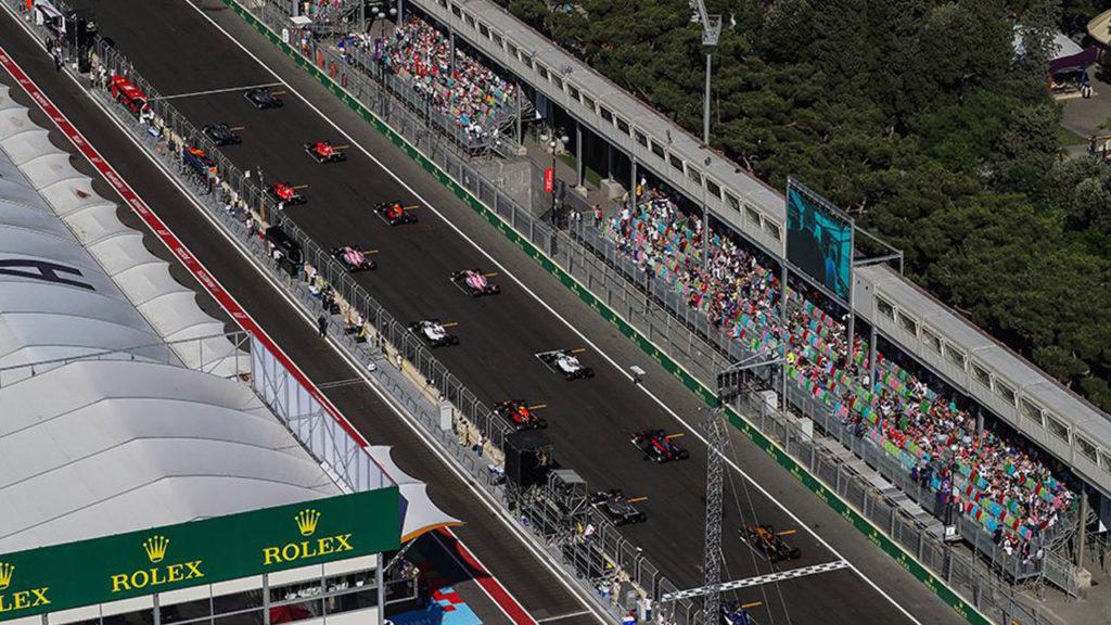 Вид на стартовую прямую с воздуха Baku City Circuit