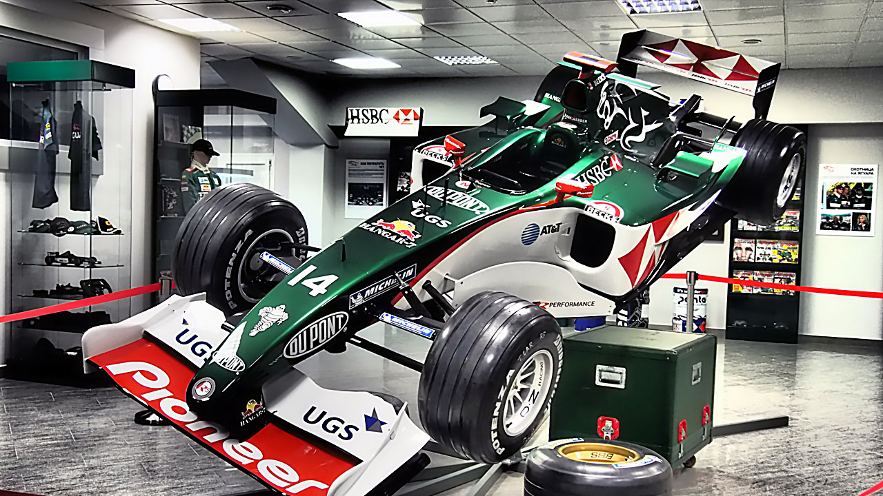 Болид Формулы 1 2004 года