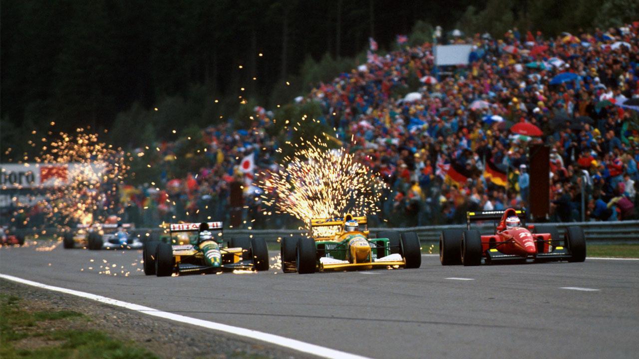 Искры из под болида F1