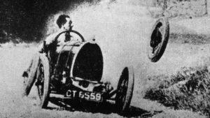 Отлетевшее колесо болида Bugatti