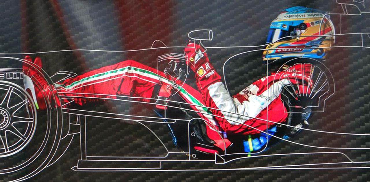 Положение пилота F1 в кокпите гоночного болида