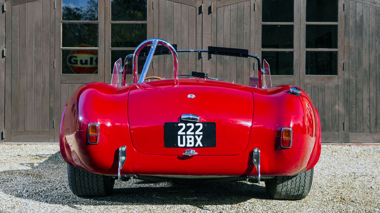 1966 Shelby Cobra 427 вид сзади