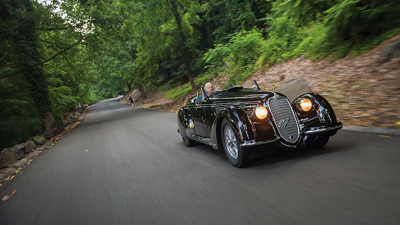 Alfa Romeo 8C 2.9 в лесу